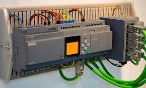 Programlanabilir Mantık Denetleyicileri (PLC'ler): Temel Bilgiler, Türleri ve Uygulamaları